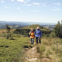 Gepäcklos wandern entlang des Hochrhöner Wanderweges durch Bayern Hessen und Thüringen - hochrhöner