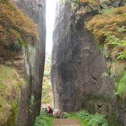 Oberlausitzer Bergweg, Mühlsteinbrüche, am Schwarzen Loch