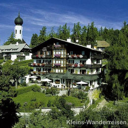 Südtirol Blick zum Hotel Regina