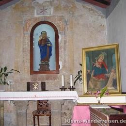 Toskana Kapelle am Weg