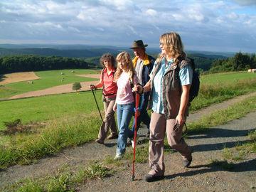 Genussvolles Wandern im waldreichen Naturpark Lahn-Dill-Bergland - schönscheid