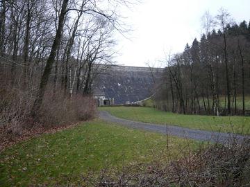 Premium-Wanderweg Eifelsteig ohne Gepäck erkunden - talsperre-dreilaegerbach