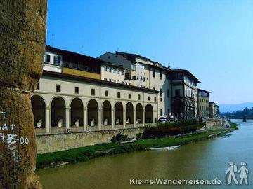 Toskana Florenz, Blick von der Ponte Vecchio zum Arno
