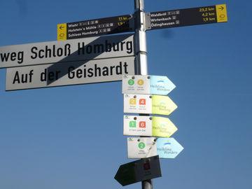 Wandern ohne Gepäck - Bergischer Panoramasteig -  wegweisr-zuweg-nümbrecht